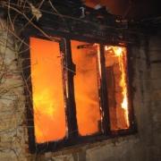 Жилой дом в селе под Омском тушили более трех часов