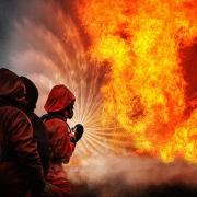В Омске случился пожар в одном из пятиэтажных домов
