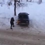 Местная жительница Омска разбила молотком чужой автомобиль