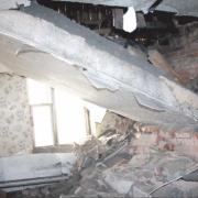 Житель Омской области погиб под обрушенным потолком