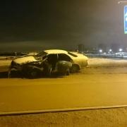 В Омске ночью на мосту у телецентра у двух автомобилей оторвало колеса