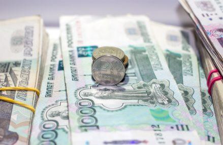 Омский Кабмин поднимет зарплату ряду бюджетников региона