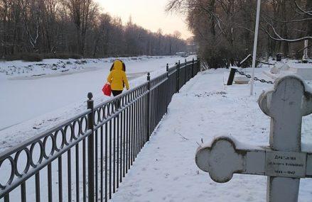 На Тюкалинском кладбище нашли труп мужчины