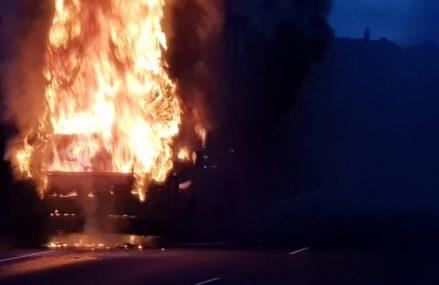 На трассе Омск-Исилькуль загорелась маршрутка